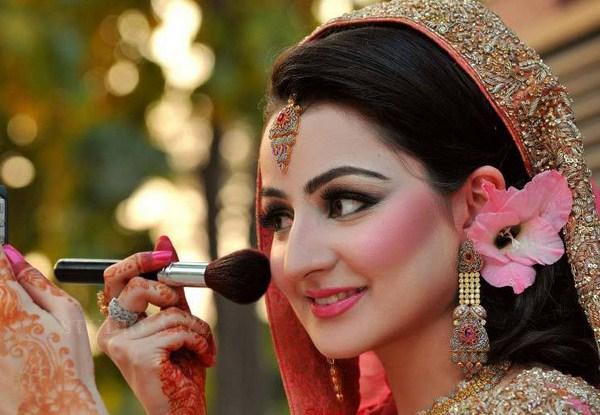 Hindu Bridal Makeup For Round Face